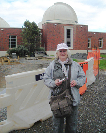 in front of the Carter Observatory early May 2008, photo by Eddie Hobden