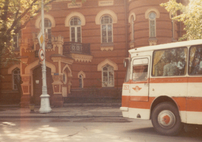 Irkutsk 1983, museum with Intourist bus, copyright Heather Hobden